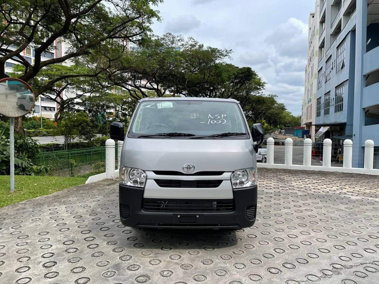 Toyota Hiace Standard Roof 2.8 DX Glass Door Van (Auto)